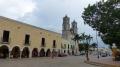 Place principale avec la cathédrale de Saint Gervais
